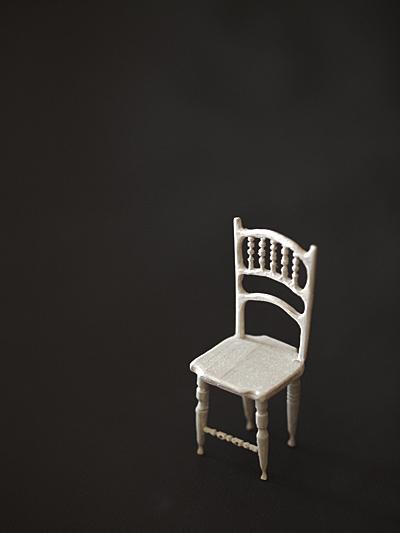miniature* アンティーク風な椅子たちと、花粉症_e0172847_08444148.jpg