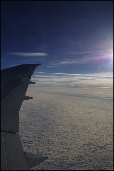 飛行機に乗るとき、窓側?通路側?_b0019313_17554977.jpg