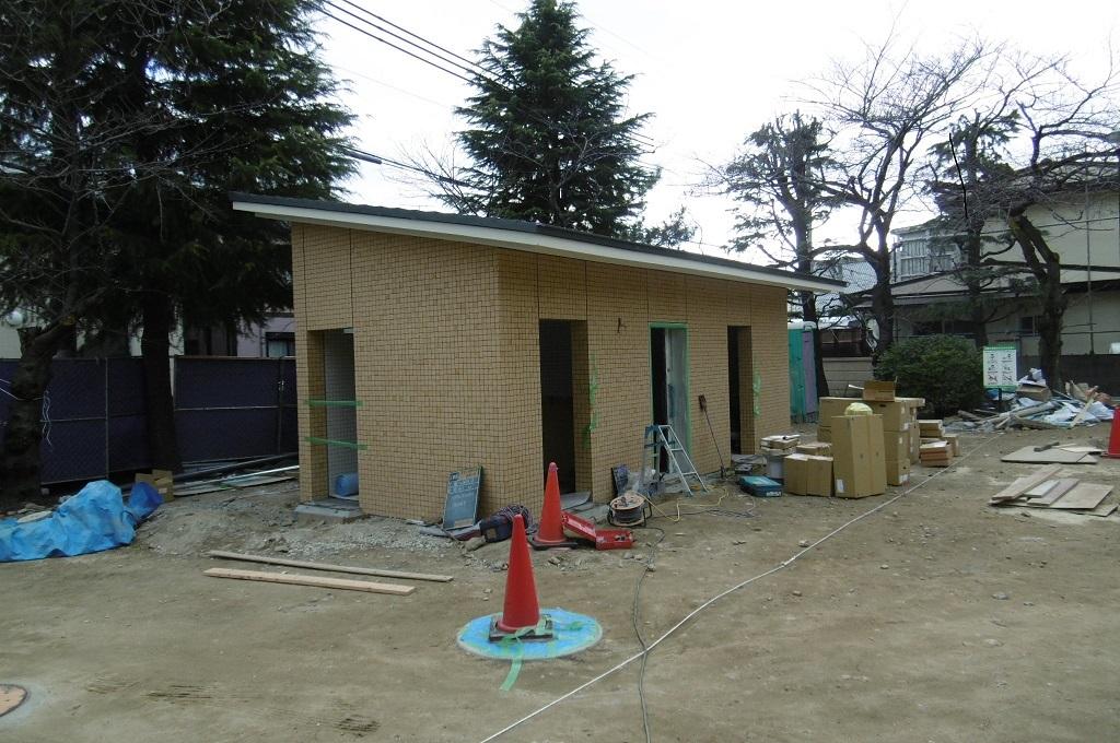 公園のトイレ 外構工事_f0205367_19214008.jpg