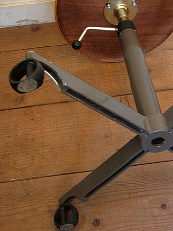 stool_c0139773_01044100.jpg