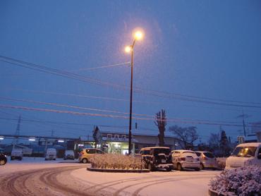 雪の駅前_a0014840_2345399.jpg