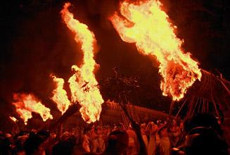 【大善寺玉垂神社】 日本三大火祭りの「玉垂宮の鬼夜」で有名_c0011649_13172938.jpg
