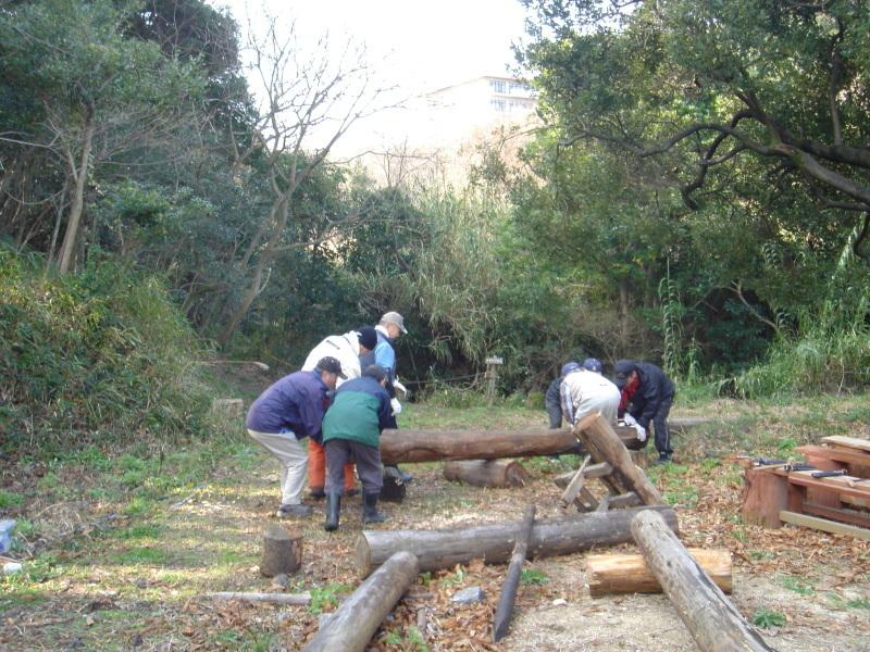 丸太ベンチを作る   in  うみべの森_c0108460_21292638.jpg