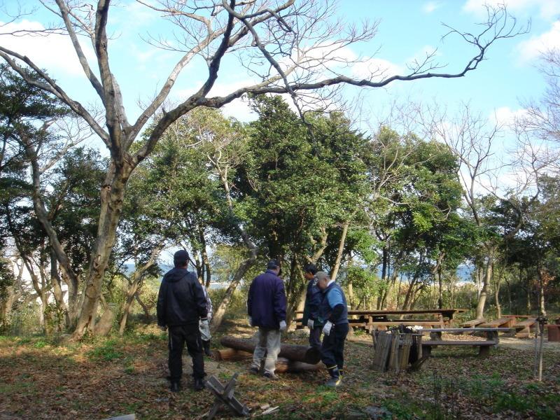 丸太ベンチを作る   in  うみべの森_c0108460_21292751.jpg