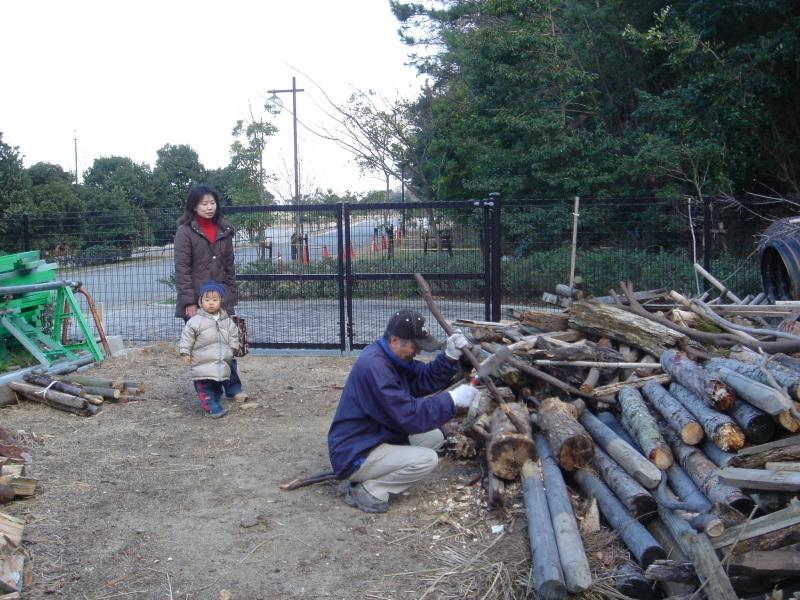 丸太ベンチを作る   in  うみべの森_c0108460_21363791.jpg