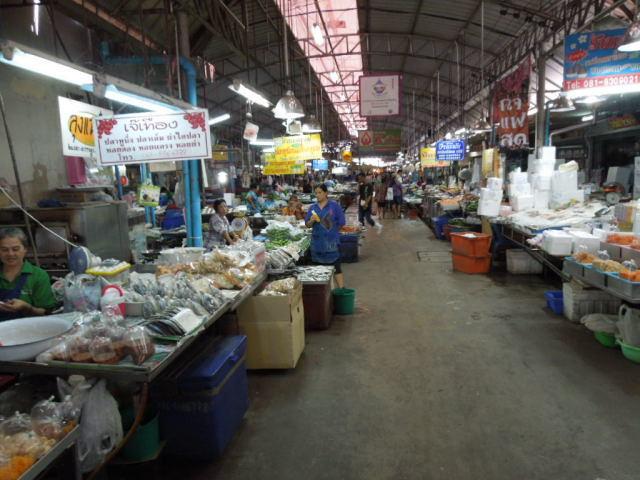 メークロン市場というところ_f0189467_00070353.jpg