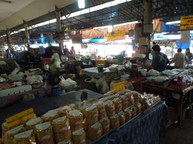 メークロン市場というところ_f0189467_00070356.jpg