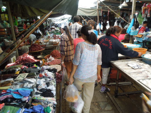 メークロン市場というところ_f0189467_00071945.jpg