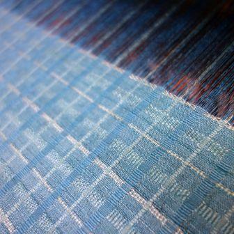 今クニヒサが織っているのは・・・・。_f0177373_19355681.jpg