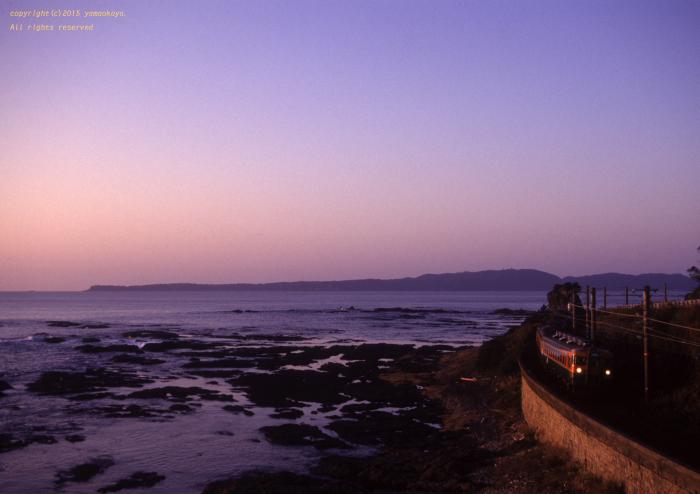 朝陽が射し始めた海岸で_d0309612_21465272.jpg