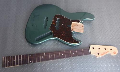 「Jade Green Metallicの5弦 Standard-J」の塗装が完了!_e0053731_13594177.jpg