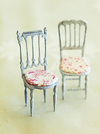 miniaure* 椅子  アンティークファブリックと、レリーフ_e0172847_09435779.jpg