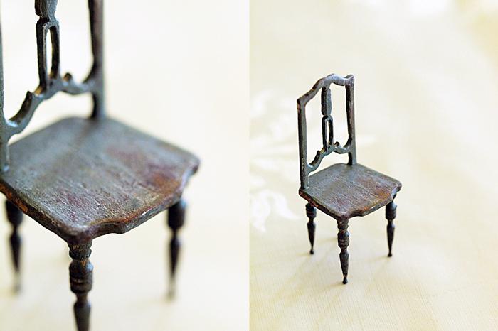 miniaure* 椅子  アンティークファブリックと、レリーフ_e0172847_09440571.jpg