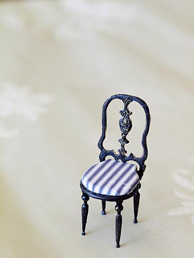miniaure* 椅子  アンティークファブリックと、レリーフ_e0172847_09494850.jpg