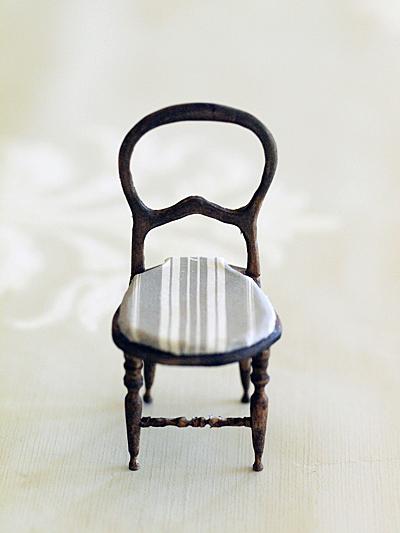 miniaure* 椅子  アンティークファブリックと、レリーフ_e0172847_10574977.jpg