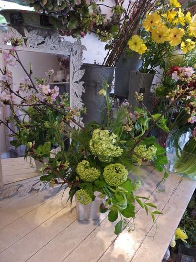 オークリーフ花の教室(春の花木を使って)_f0049672_18402716.jpg
