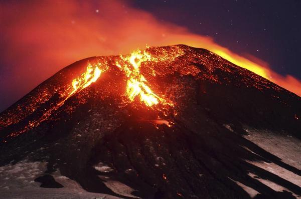 """南米チリの""""富士山""""こと、ビジャリカ山が大噴火!:日本の富士山の代わりに大噴火!?_e0171614_7231475.jpg"""