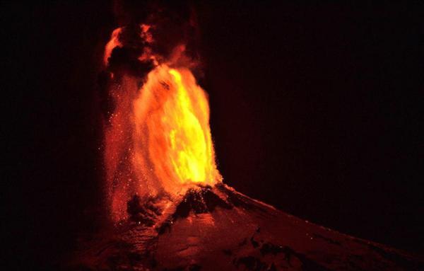 """南米チリの""""富士山""""こと、ビジャリカ山が大噴火!:日本の富士山の代わりに大噴火!?_e0171614_7231687.jpg"""