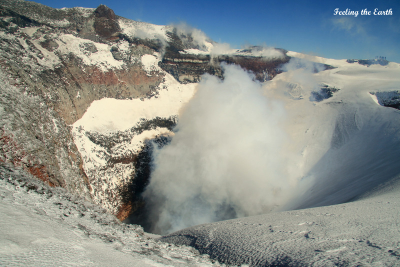 """南米チリの""""富士山""""こと、ビジャリカ山が大噴火!:日本の富士山の代わりに大噴火!?_e0171614_7252321.jpg"""