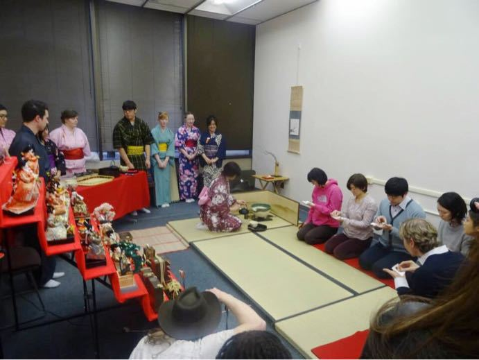 ひな祭り茶会でペーパークラフト_a0088116_3204984.jpg