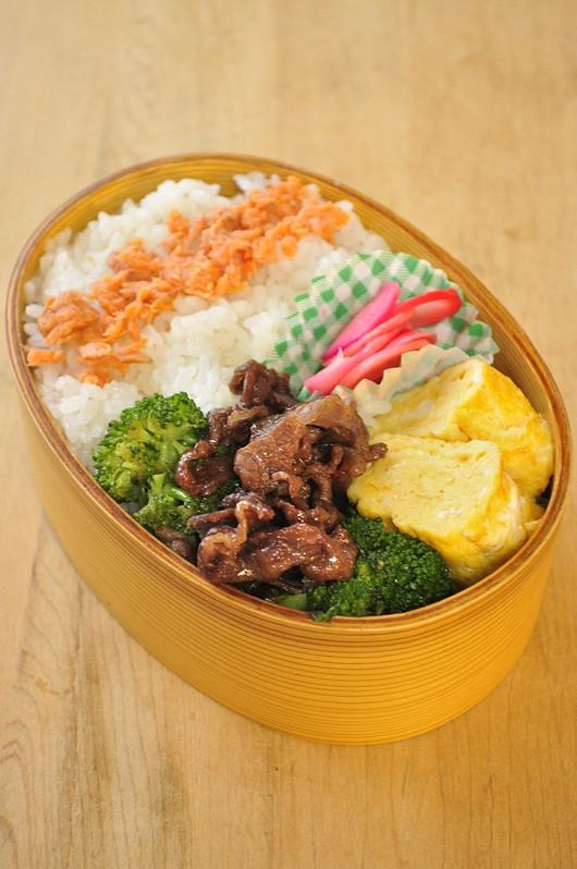 牛とブロッコリー炒めのお弁当_b0171098_1571946.jpg