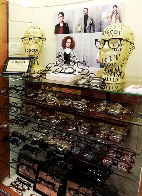 創業100年超のNYの老舗メガネ屋「モスコット」(MOSCOT)、なんと青山の骨董通りに進出!?_b0007805_1151651.jpg