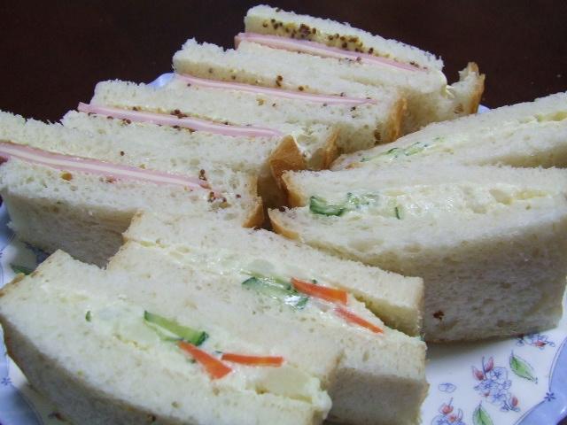 山型食パンでサンドイッチ_f0019498_22424527.jpg