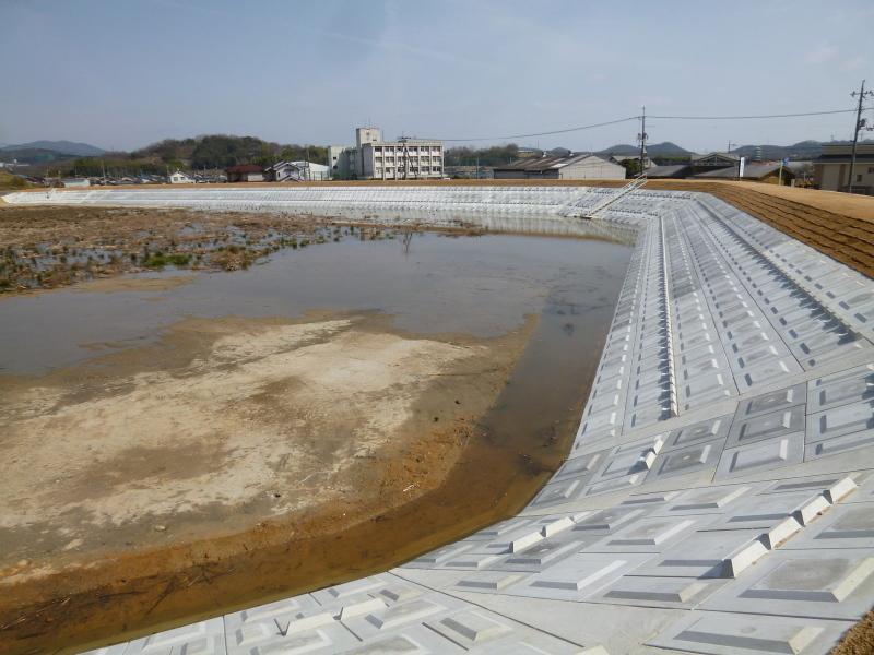 今年二月に宗形池が竣工。_c0326333_22581247.jpg