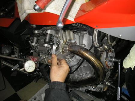 MOTO GUZZIのバルブクリアランスA_e0218639_1074445.jpg