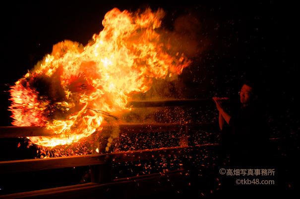 東大寺二月堂修二会のお松明 The big torch of SHUNIE ceremony._e0245846_2003314.jpg