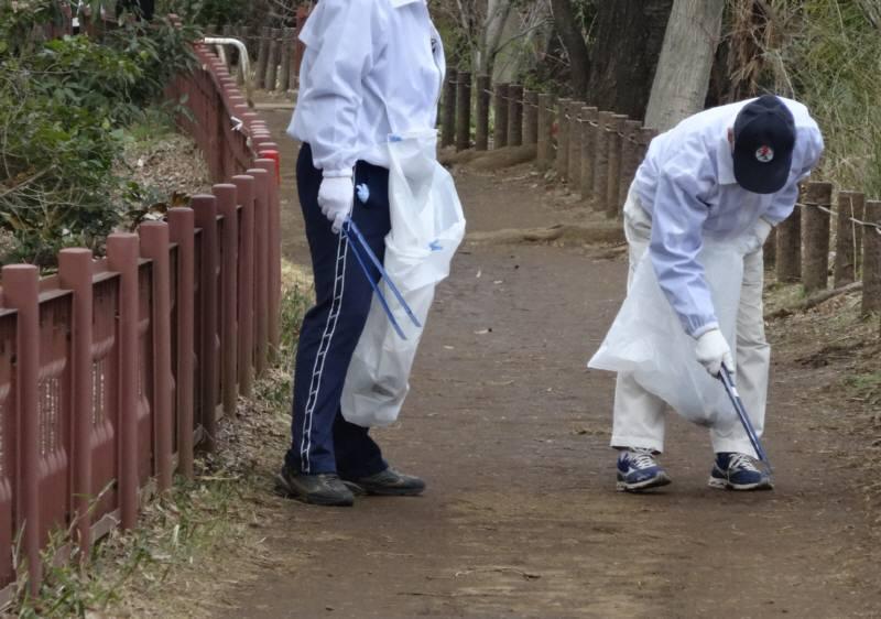 玉川上水緑道の清掃ボランティア_f0059673_21162374.jpg