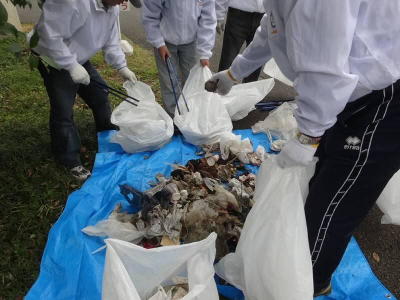 玉川上水緑道の清掃ボランティア_f0059673_21163653.jpg