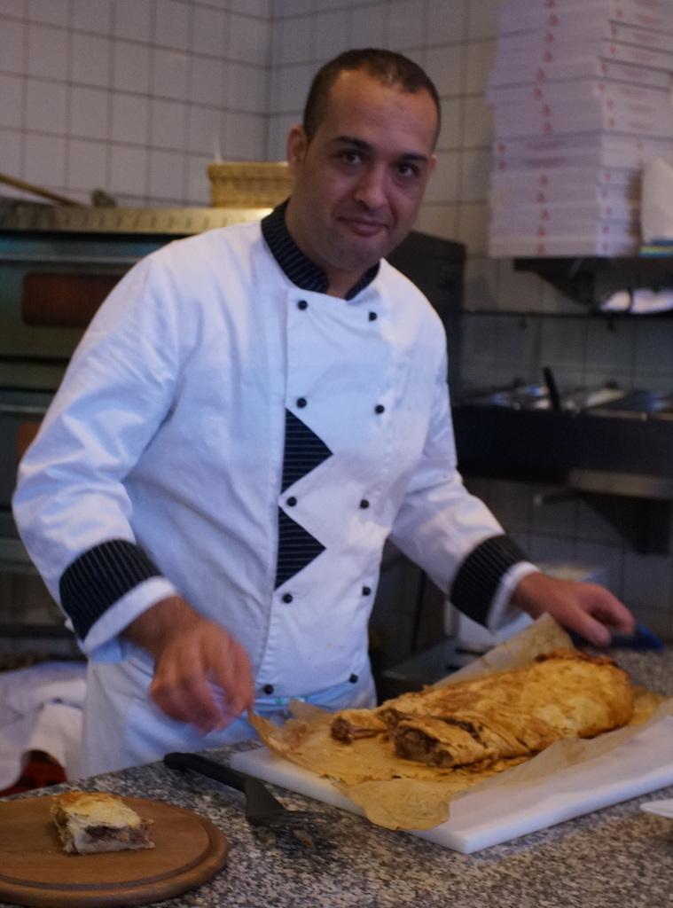 我らがAMPELMANNレストランの新しい料理長。_c0180686_06563275.jpg