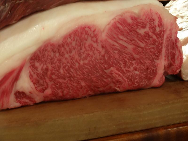 銀座でミシュラン1つ星のステーキ屋さん、牛肉もフレンチの前菜や魚料理もとても美味しいのです。_c0225997_1411416.jpg