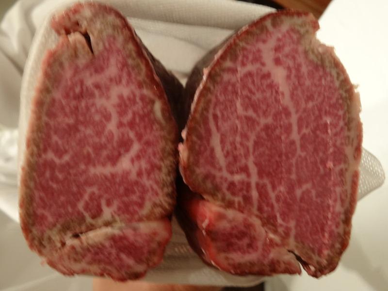 銀座でミシュラン1つ星のステーキ屋さん、牛肉もフレンチの前菜や魚料理もとても美味しいのです。_c0225997_1451074.jpg