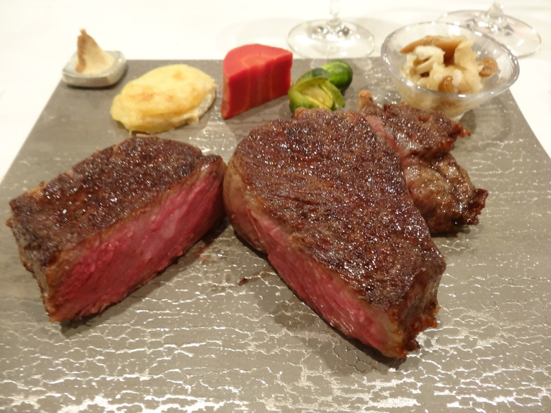 銀座でミシュラン1つ星のステーキ屋さん、牛肉もフレンチの前菜や魚料理もとても美味しいのです。_c0225997_15213074.jpg