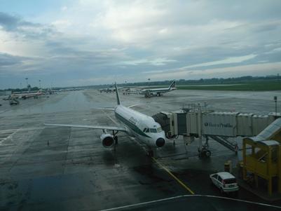 ミラノ・リナーテ空港のアリタリアラウンジ_d0098022_2317569.jpg