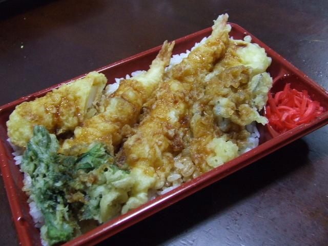 お昼はえび天丼弁当_f0019498_16433814.jpg