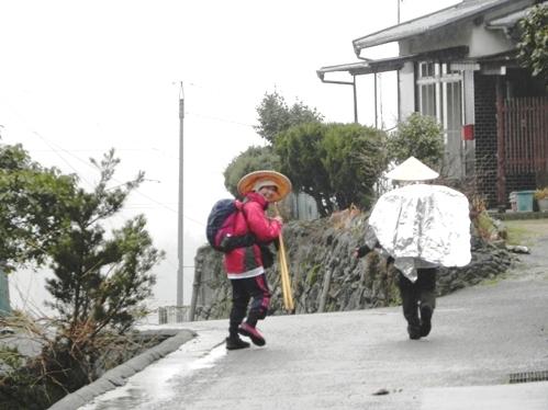 春雨?の坂本屋 千客万来_f0213825_1593017.jpg