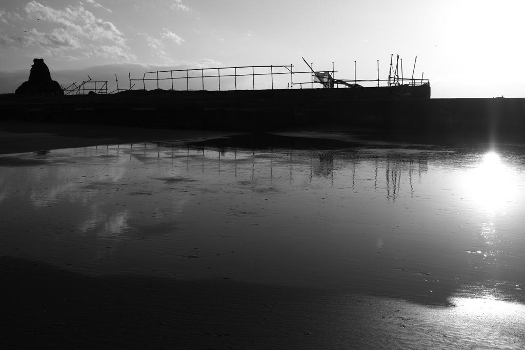 モノクロで浜辺_d0116804_10251981.jpg