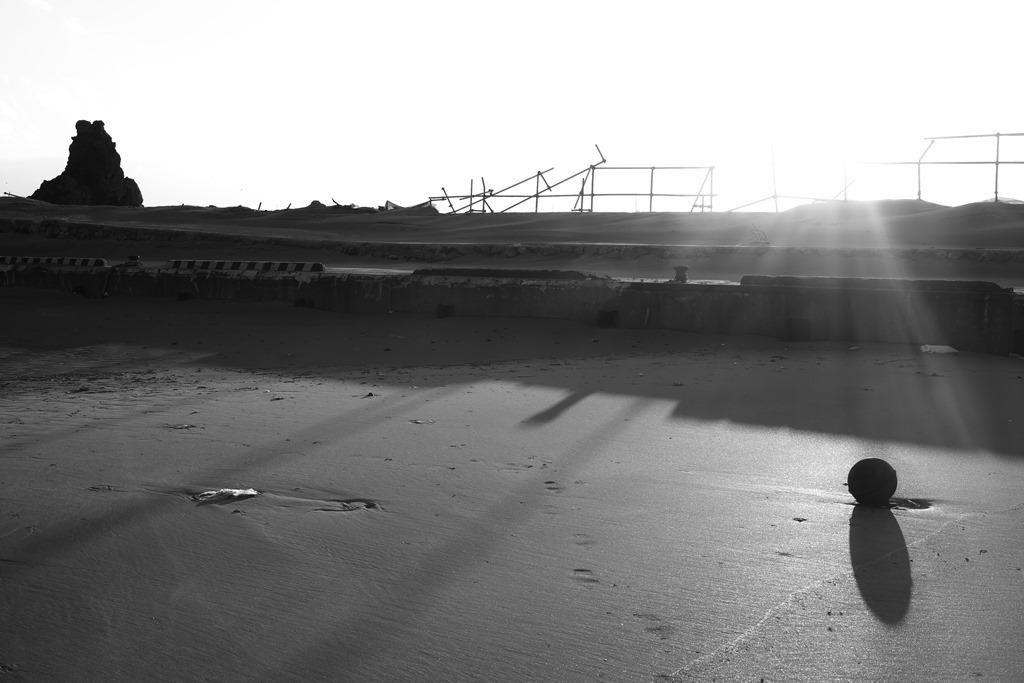 モノクロで浜辺_d0116804_10252687.jpg