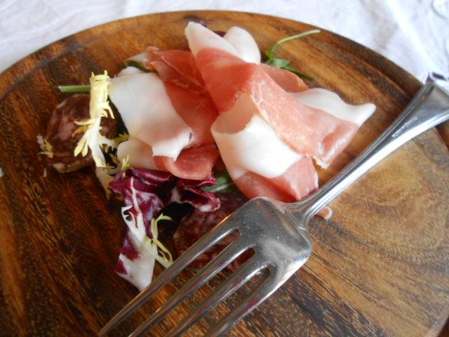 美食の街にある有名レストラン_b0305039_5362312.jpg