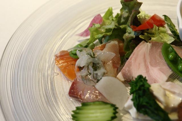 近江の湖畔レストランへ --LE POINT DE VUE(ル・ポワン・ドゥ・ヴュ)--_b0078651_0255093.jpg