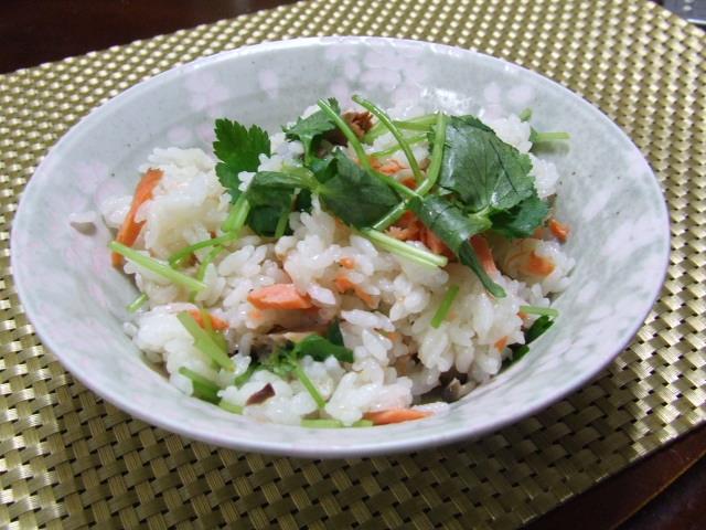 土鍋で塩鮭しめじ炊き込みご飯_f0019498_1647342.jpg