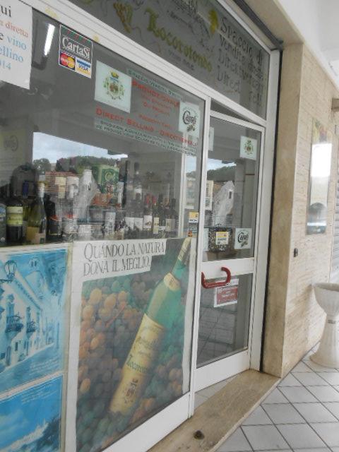 ロコロトンドのワイン直売所_b0305039_23171213.jpg