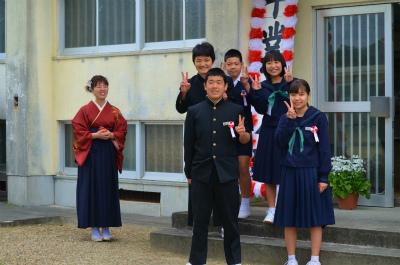 諸鈍小中学校卒業式!_e0028387_1465036.jpg