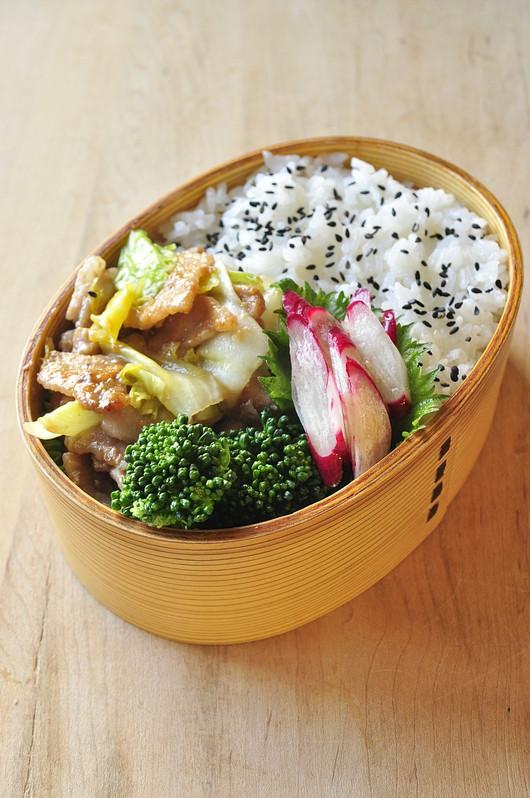 春キャベツと豚の味噌炒め弁当_b0171098_8155818.jpg