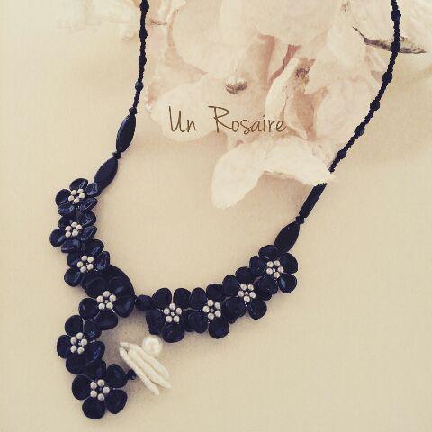 「黒い小花」と「白い大きな花」_a0142642_9333288.jpg
