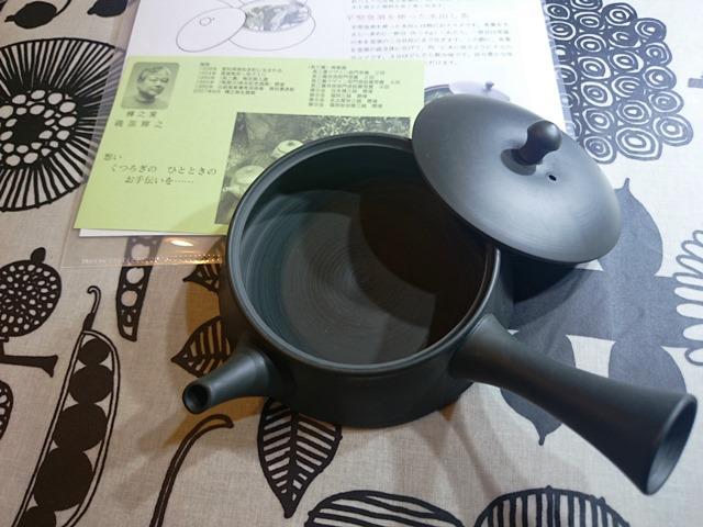ま、ま、お茶でも飲んで落ち着いて。_e0167593_0564554.jpg