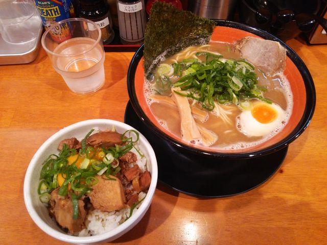 豚骨ラーメン+肉玉丼@つけ麺マン_a0117520_2543340.jpg